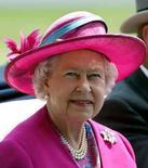 <p>A los 81 años, la reina Isabel II (en la foto) se unió el lunes a modelos como Kate Moss y Naomi Campbell en la lista de la revista Vogue de las mujeres más elegantes del mundo. Vogue, una biblia de estilo venerada por los seguidores de la moda, demostró que la edad no es un impedimento para la elegancia. Photo by Alessia Pierdomenico/Reuters</p>
