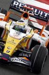 <p>Piloto da Renault Giancarlo Fisichella durante treino livre para o Grande Prêmio da França de Fórmula 1, em junho deste ano. A Renault rebateu nesta sexta-feira as acusações de que teria espionado a McLaren e afirmou que seus carros não foram influenciados por nenhuma espécie de dados da equipe rival. Photo by Regis Duvignau</p>