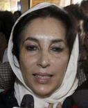 <p>A líder oposicionista paquistanesa Benazir Bhutto foi liberada da prisão domiciliar, horas depois de ser impedida de deixar sua casa, em Islamabad, para comandar uma manifestação contra a imposição do estado de emergência no país. Foto de Bhutto em Karachi, 6 de novembro. Photo by Zahid Hussein</p>