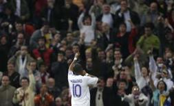 <p>Atacante do Real Madrid Robinho comemora seu segundo gol na vitória por 4 x 3 sobre o Mallorca, no domingo. Photo by Victor Fraile</p>