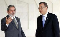 <p>O presidente Lula (esquerda), em reunião com o secretário-geral da ONU, Ban Ki-moon, propôs a formação de um grupo para atuar em conflitos internacionais. Lula falou também da necessidade de reforma da entidade. Foto em Brasília, 12 de novembro. Photo by Jamil Bittar</p>