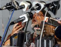 <p>A plataforma P-34 poderá ser a primeira a ter um poço da camada pré-sal conectado para produção. Mas a Petrobras continua registrando problemas, como a ociosidade em duas de suas plataformas. Foto de José Sergio Gabrielli, presidente da estatal, em Brasília, 7 de novembro. Photo by Jamil Bittar</p>
