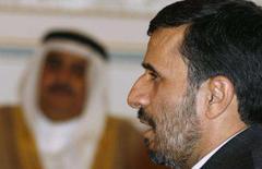 <p>O presidente iraniano Mahmoud Ahmadinejad fala durante conferência, em Manama. Ahmadinejad disse no sábado que o Irã está pronto para responder se atacado, mas minimizou a possibilidade de uma guerra do país contra os Estados Unidos. Photo by Hamad I Mohammed</p>