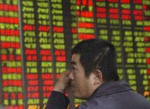 <p>As bolsas de valores da Ásia caíram pelo sexto pregão consecutivo nesta quinta-feira, mas ficaram distantes de níveis mínimos depois que o dólar operou em alta e os preços do petróleo recuaram de recorde próximo dos 100 dólares por barril. Photo by China Daily</p>