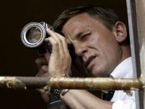 <p>Ator Daniel Craig durante cena do filme de James Bond na Itália. O sucesso dos filmes sobre o agente 007 vem causando uma dor de cabeça ao Serviço Secreto de Inteligência britânico: o alto número de excêntricos que querem entrar para o MI6. Foto do Arquivo. Photo by Stringer</p>