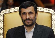 <p>O presidente iraniano, Mahmoud Ahmadinejad, afirmou em uma cúpula de chefes de Estado do golfo Pérsico, na segunda-feira, que Teerã deseja criar um bloco de cooperação econômica e selar um pacto de segurança na região a fim de promover a paz e a prosperidade. Photo by Fadi Al-Assaad</p>