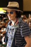 <p>O ator norte-americano Johnny Depp posa para fotografias no aeroporto internacional de Tóquio. Johnny Depp representa 'um Sweeney Todd punk' em filme novo. Photo by Kiyoshi Ota</p>