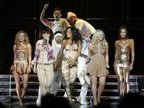 <p>The Spice Girls, (from L to R) Geri Halliwell, Melanie Chisholm, Melanie Brown, Emma Bunton and Victoria Beckham, perform as they kick off their reunion tour in Vancouver, British Columbia December 2, 2007. REUTERS/Lyle Stafford</p>