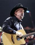 <p>File photo shows Garth Brooks at the newly-opened Sprint Center in Kansas City, Missouri, November 6, 2007. Garth Brooks' previously announced one-off wildfire benefit concert at the Staples Center in Los Angeles next month has quickly become five sold-out shows. REUTERS/Dave Kaup</p>