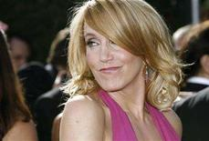 "<p>Emmy-nominated actress Felicity Huffman, from ""Desperate Housewives"" arrives at the 59th Primetime Emmy Awards in Los Angeles, California September 16, 2007. REUTERS/Mario Anzuoni</p>"