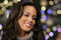 "<p>Alicia Keys poses in front of a Christmas tree during a promotional event in Tokyo, November 29, 2007. Keys began a third week at No. 1 on the Billboard Hot 100 singles chart Thursday with ""No One."" REUTERS/Toru Hanai</p>"