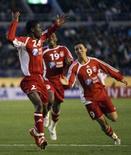 <p>O clube tunisiano Etoile Sahel derrotou o Pachuca, do México, por 1 x 0 no Mundial Interclubes, neste domingo, classificando-se para a semifinal contra o Boca Juniors. Foto de comemoração de jogadores do Etoile, em Tóquio, 9 de dezembro. Photo by Kim Kyung-Hoon</p>