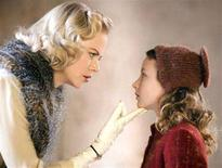 """<p>Nicole Kidman and Dakota Blue Richards in a scene from """"The Golden Compass"""" in an image courtesy of New Line Cinema. REUTERS/Handout</p>"""