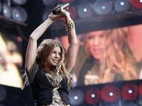 <p>Fergie from the Black Eyed Peas performs at Wembley Stadium, London, July 7, 2007. American bands are finding that their touring profits often fare better when the currency is something other than a weakening greenback. REUTERS/Stephen Hird</p>