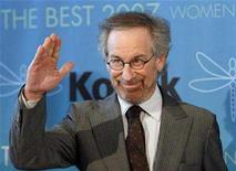 <p>Director Steven Spielberg waves at the Women in Film 2007 Crystal and Lucy Awards in Beverly Hills, California June 14, 2007. Iconic Hollywood director Spielberg is not leaving DreamWorks, his spokesman said on Tuesday, denying a report on the online edition of celebrity magazine Radar. REUTERS/Mario Anzuoni</p>