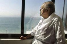 <p>Arquiteto brasileiro Oscar Niemeyer, que completa 100 anos no sábado, em seu escritório na praia de Copacabana, em foto de 2003. Photo by Sergio Moraes</p>