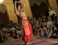<p>A bellydancer performs at an oriental dance festival in Cairo June 28, 2007. REUTERS/Nasser Nuri</p>