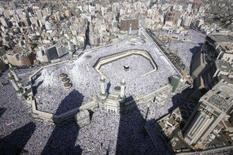 <p>Cerca de 1 milhão de peregrinos muçulmanos do mundo inteiro lotaram a mesquita e as ruas em torno do templo de Kaaba, na cidade sagrada de Meca, para as últimas orações de sexta-feira antes da peregrinação anual do haj. Photo by Ali Jarekji</p>