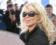 <p>Actress Pamela Anderson walks on the red carpet as she arrives to host Russia's MTV Movie Awards in Moscow, April 19, 2007. Anderson has filed for divorce from her third husband after just two months of marriage. REUTERS/Denis Sinyakov</p>