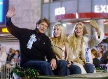 <p>David Hasselhoff rides with one of his daughters (C) and his now exife actress Pamela Bach (R) in the Hollywood Christmas Parade in Hollywood, November 27, 2005. Hasselhoff and Bach have agreed to share custody of their teenage daughters and reached a financial settlement, ending months of bitter wrangling played out in the celebrity media. REUTERS/Phil McCarten</p>
