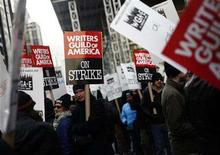 <p>Supporters and members of the Writers Guild of America picket outside the News Corp building in New York, December 4, 2007. Striking Hollywood writers have opened preliminary contract talks with small, independent producers willing to break from major studios with whom the writers are deadlocked, their union leaders said on Wednesday. REUTERS/Shannon Stapleton</p>