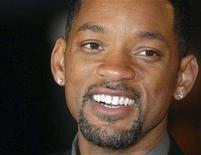 "<p>U.S actor Will Smith poses at the premiere of ""I Am Legend"" in London December 19, 2007. A week after it opened at No. 1 across North America, ""I Am Legend"" snatched the top spot at the international box office, ending the two-week reign of domestic dud ""The Golden Compass."" REUTERS/Anthony Harvey</p>"
