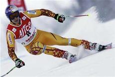 <p>Canada's Erik Guay clears a gate on during the Val Gardena Men's SuperG Ski World Cup December 14, 2007. Guay notched up the fastest time in Thursday's training for this weekend's World Cup downhill race. REUTERS/Alessandro Bianchi</p>