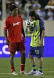 <p>Um time de amigos de Lionel Messi venceu por 1 x 0 uma equipe liderada por Ronaldinho Gaúcho num amistoso sem brilho na noite de quarta-feira na província argentina de San Luis. Photo by Stringer</p>