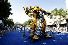 "<p>The premiere of ""Transformers"" is held at the Mann's Village theatre in Los Angeles June 27, 2007. Paramount Pictures will end the year as the top Hollywood studio in terms of market share at the North American box office, thanks largely to its uneasy alliance with DreamWorks, which produced the year's No. 3 movie ""Transformers."" REUTERS/Mario Anzuoni</p>"