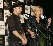 <p>Kristian Bush (L) and Jennifer Nettles of Sugarland hold their award for Vocal Duo of the Year in the photo room at the 41st annual Country Music Awards in Nashville, Tennessee November 7, 2007. REUTERS/Tami Chappell</p>