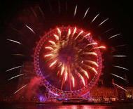 <p>Fuochi d'artificio a Londra nel Capodanno 2007. REUTERS/Stephen Hird</p>