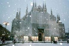 <p>Immagine d'archivio del Duomo di Milano sotto la neve. REUTERS/Loris Savino</p>