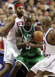 <p>O Boston Celtics ganhou a sua nona partida consecutiva contra o Detroit Pistons, por 92 a 85, e interrompeu uma série de 11 vitórias do adversário. Photo by Rebecca Cook</p>