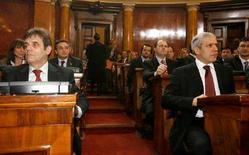 <p>Президент Сербии Борис Тадич (справа) и премьер-министр Воислав Коштуница на параламенсткой сессии в Белграде 26 декабря 2007 года. Отказ от вступления Сербии в Европейский Союз (ЕС) может повредить попыткам страны сохранить в своем составе край Косово, сообщил президент Сербии Борис Тадич в воскресенье. (REUTERS/Stringer)</p>