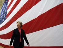 <p>Hillary Clinton, uma das candidatas a concorrer à presidência dos EUA pelo partido democrata, deixa sala após participar de entrevistas em New Hampshire. Photo by Brian Snyder</p>
