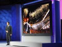 <p>Toshihiro Sakamoto, presidene da Panasonic AVC Networks apresenta a maior TV do mundo. A fabricante japonesa de eletrônicos Matsushita apresentou na segunda-feira uma televisão de plasma com tela de 150 polegadas, a maior do mundo segundo a empresa. Photo by Rick Wilking</p>