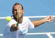 <p>Tenista argentino David Nalbandian treina em Melbourne, nesta quarta-feira, para o Aberto da Austrália que começa na próxima semana. Photo by Tim Wimborne</p>