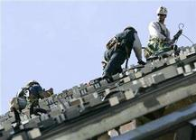 <p>Construction workers climb the steel girder skeleton of the Royal Ontario Museum's addition in Toronto October 2, 2006. After three months of breakneck jobs growth, Canada is due for a humbler employment report for December as public-sector hiring wanes and businesses brace for a possible U.S. recession. REUTERS/J.P. Moczulski</p>