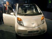 <p>A montadora indiana Tata Motors apresentou nesta quinta-feira o carro mais barato do mundo. Photo by Adnan Abidi</p>