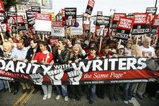 <p>Striking members of the Writers Guild of America, West rally in Hollywood, California November 20, 2007. Canadian broadcasters are scoring with homegrown fare and U.S. cable series as the Hollywood writers strike sends popular U.S. shows into reruns. REUTERS/Mario Anzuoni</p>