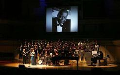 "<p>Soprano Measha Brueggergosman (in blue) performs with the University of Toronto Gospel Choir and the Oscar Peterson Quartet to close out the the ""Oscar Peterson - Simply the Best"" memorial concert at Roy Thompson Hall in Toronto January 12, 2008. The memorial concert was free admission to the public on a first come first serve basis to celebrate the life of Canadian Jazz legend Oscar Peterson, who died at the age of 82 in late December last year. REUTERS/Mark Blinch</p>"