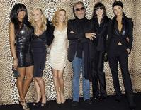 <p>Spice Girls Geri Halliwell, Mel C, and Victoria Beckham pose for the photographers with Italian designer Roberto Cavalli (3rd R) before his Fall/Winter 2008/09 men's collections during Milan Fashion Week January 14, 2008. REUTERS/Alessandro Garofalo</p>