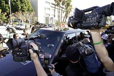 <p>Media surround the car carrying Britney Spears' ex-husband Kevin Federline as he leaves for a lunch break from the Los Angeles County courthouse during a hearing regarding visitation rights for their two sons in Los Angeles, January 14, 2008. REUTERS/Danny Moloshok</p>