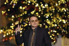 <p>Bono of U2 arrives at Elysee Palace to meet France's President Nicolas Sarkozy in Paris, January 8, 2008. REUTERS/Philippe Wojazer</p>