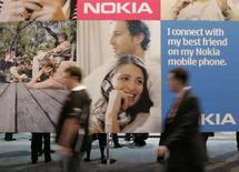 <p>Nokia, numéro un mondial des téléphones portables, a l'intention de fermer d'ici le milieu de l'année son usine de Bochum, dans le nord-ouest de l'Allemagne, une décision qui pourrait se traduire par la suppression de 2.300 emplois. /Photo prise le 8 janvier 2008/REUTERS/Steve Marcus</p>