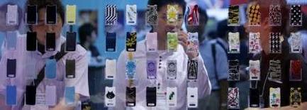 <p>Le fabricant de combinés mobiles Sony Ericsson affiche un bénéfice imposable de 501 millions d'euros au quatrième trimestre contre 384 millions au troisième trimestre et 502 millions au quatrième trimestre 2006. /Photo d'archives/REUTERS/Kiyoshi Ota</p>