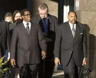 <p>Wesley Snipes (L) arrives with attorney Daniel Meachum (R) to stand trial for conspiracy to defraud the U.S. government and filing a false claim for a $7 million refund at the U.S. Federal Court in Ocala, Florida January 14, 2008. Defense attorneys clashed with the prosecution on Wednesday in Snipes' trial over whether the actor conspired with a longtime tax protester to defraud the government of millions of dollars. REUTERS/Scott Audette</p>