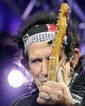 <p>O guitarrista Keith Richards, do conjunto Rolling Stones, durante apresentação. Os Rolling Stones assinaram um acordo exclusivo universal para lançar seu próximo álbum pelo Universal Music Group, causando especulações sobre sua possível saída da EMI. Photo by Ivan Milutinovic</p>