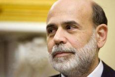 <p>Bernanke apóia pacote de estímulo fiscal para a economia. O chairman do Federal Reserve, Ben Bernanke, apoiou os esforços de criação de um pacote de estímulo fiscal para a economia, e repetiu que o banco central norte-americano está pronto para atuar agressivamente. 14 de janeiro. Photo by Joshua Roberts</p>