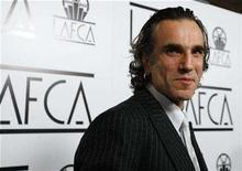 <p>British actor Daniel Day-Lewis poses at the 33rd annual Los Angeles Film Critics Association Awards in Los Angeles January 12, 2008. If the opinions of the nation's critics are anything to go by, Daniel Day-Lewis can pretty much pick up his best actor Oscar right now. REUTERS/Mario Anzuoni</p>